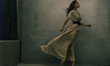 Annie Leibovitz: The Expo that Celebrates Girl Power!