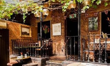 Dove, a little vintage pub soooo comfy!