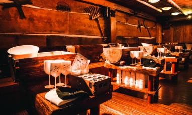 Bodo's Schloss, cheesy club